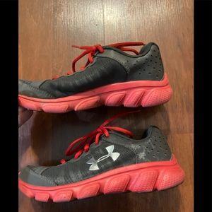 3/20$ Under armour girls youth sneakers gray pink